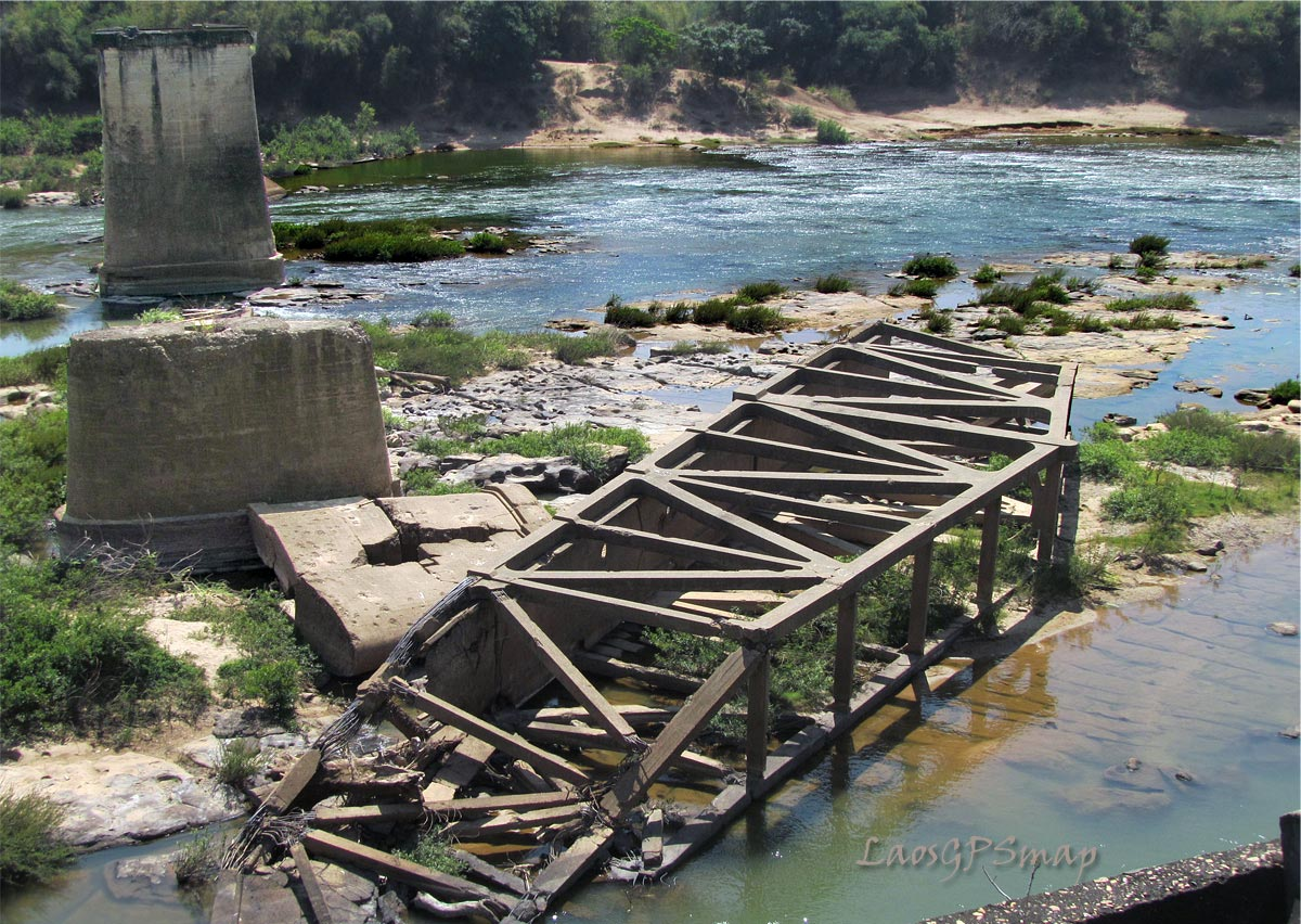 Tad Hai historical bridge, bombed 1962