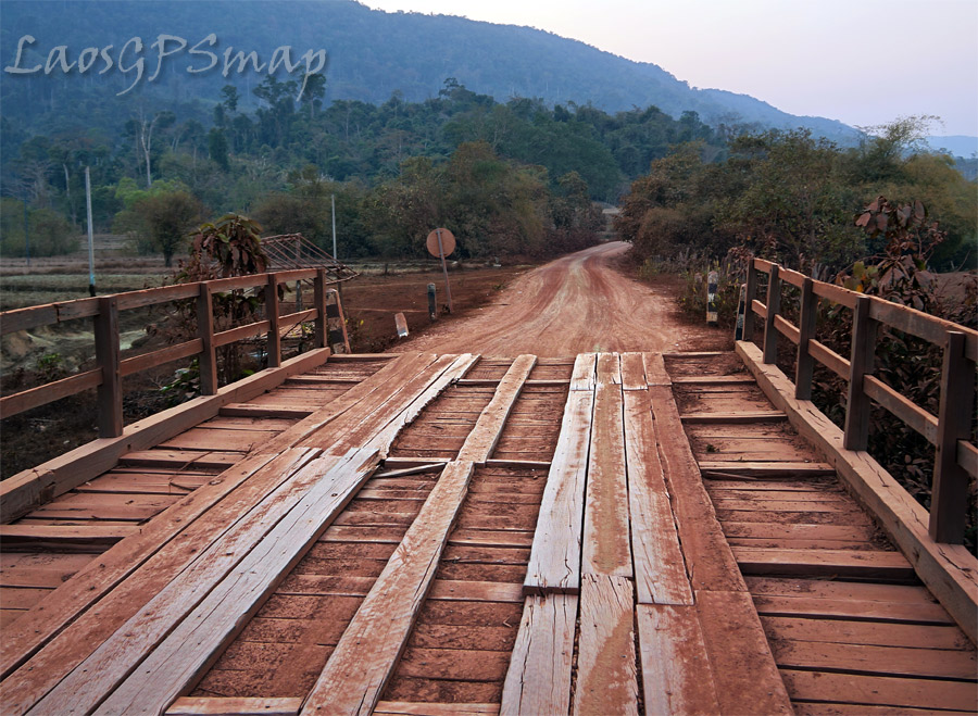 motorcycle-laos-bridge-road