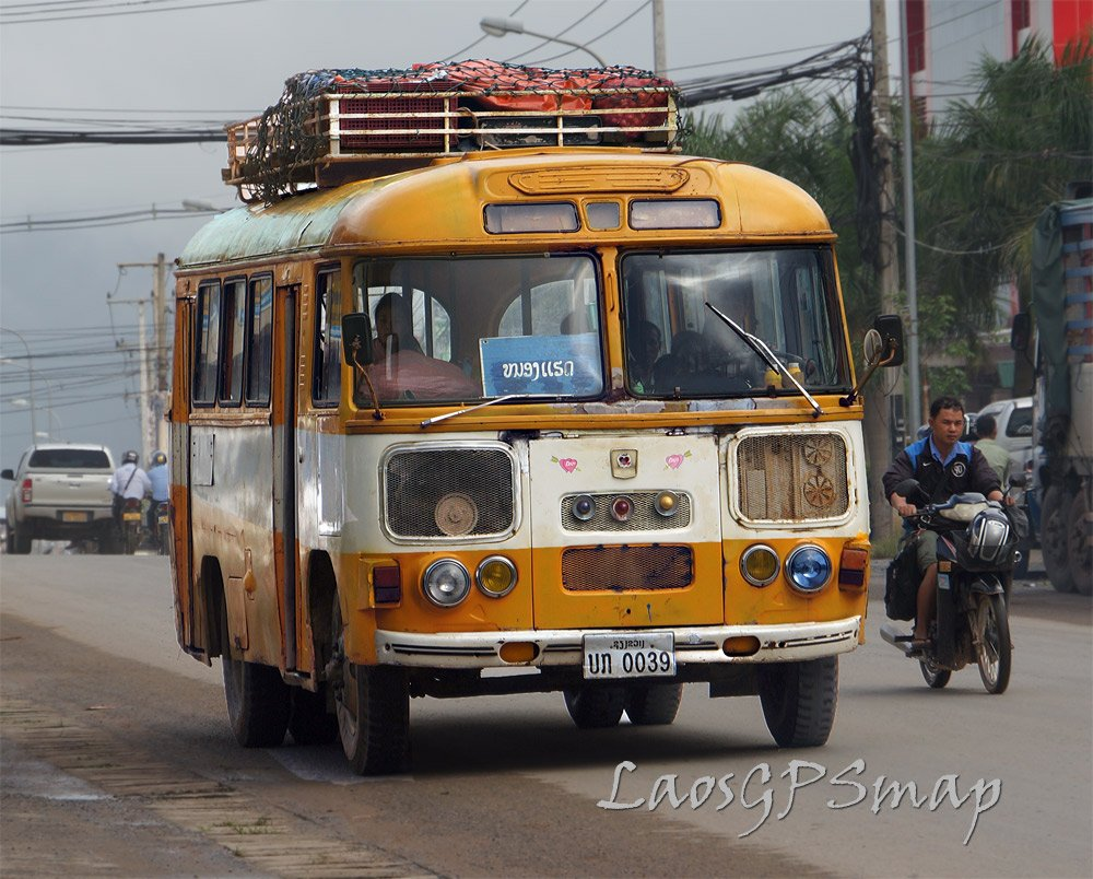 40 year old bus plying the route Xiengkhouang-Paksan
