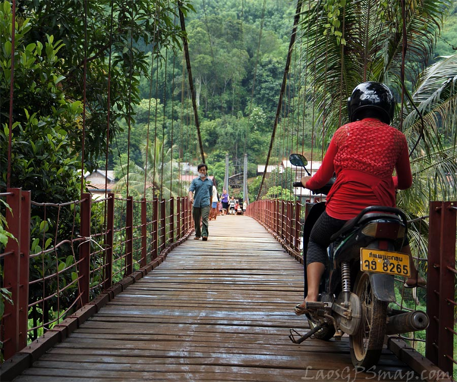 Nam Phak suspension bridge at Moung Khoun on the Nam Ou river