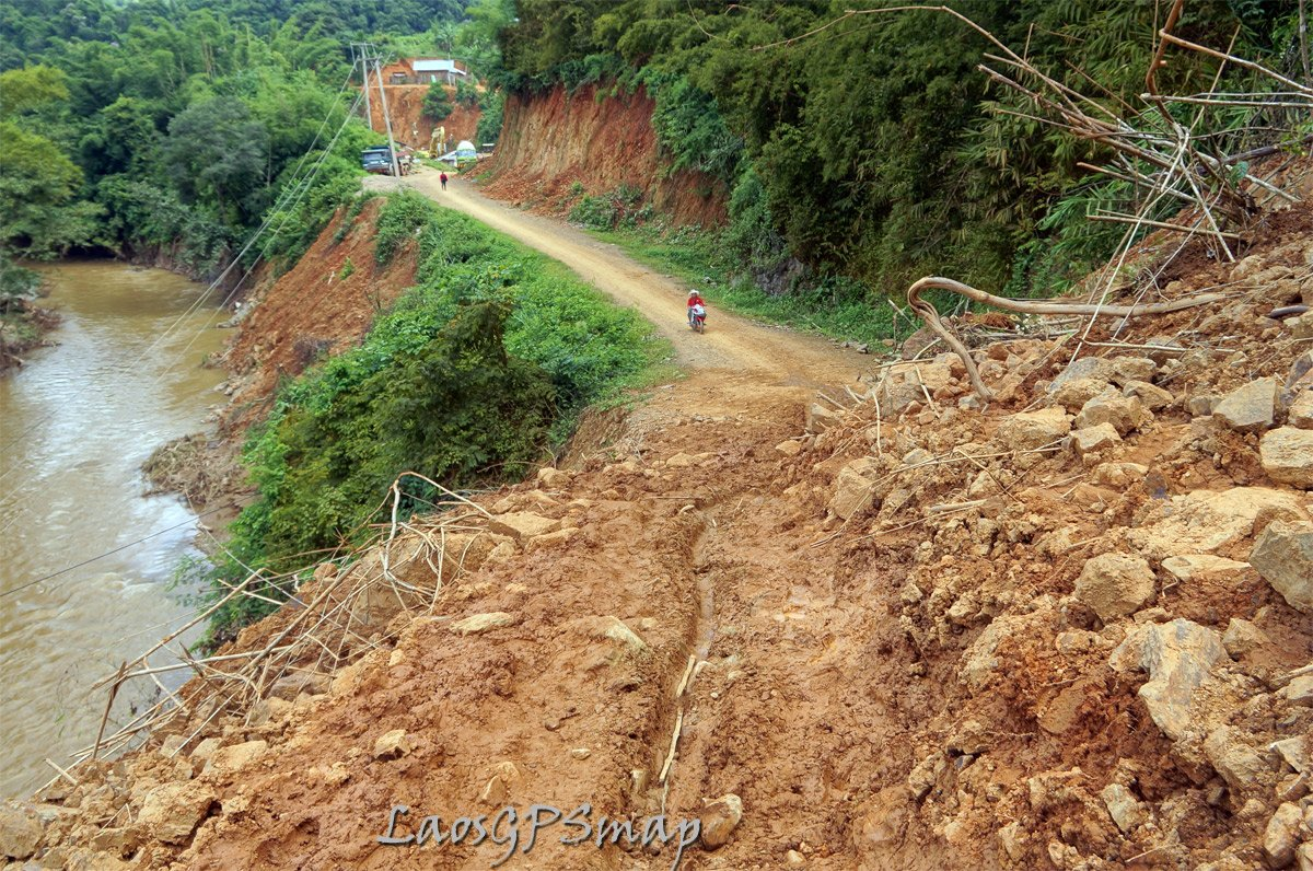 mega landslide one slip and its 50 meters to the river